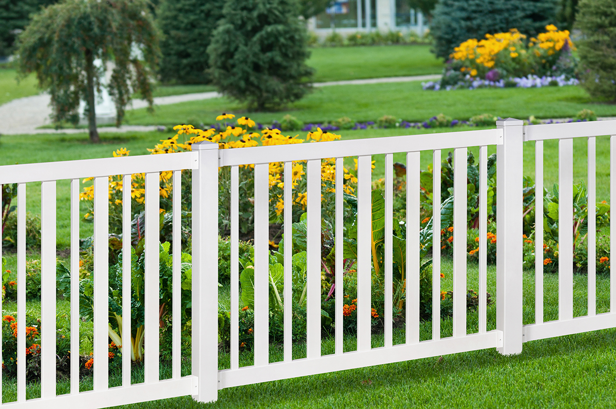No-Dig Sturbridge Vinyl Yard & Pool Fence
