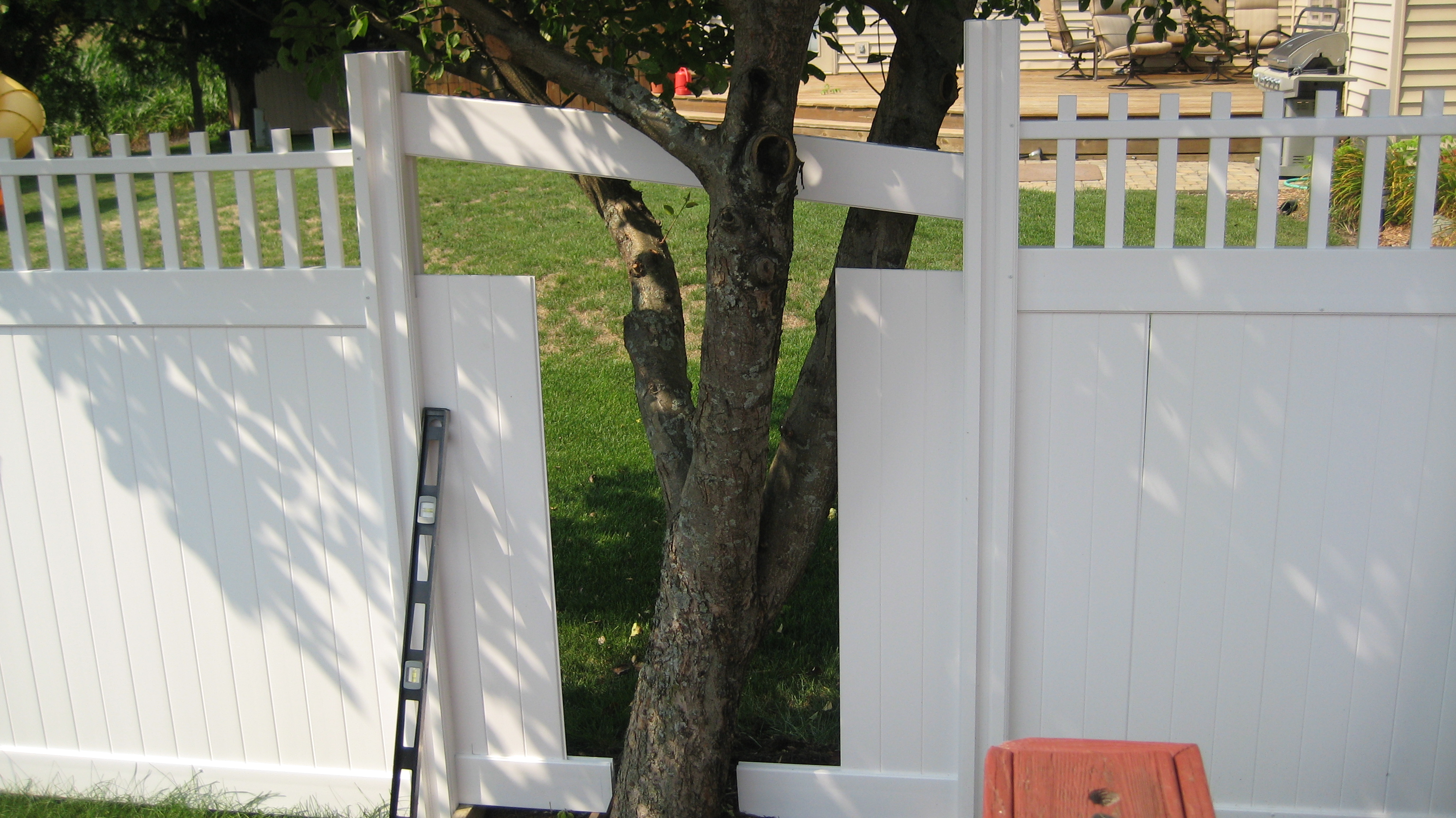 Working Around A Tree In Your Fence Run Wambam Fence
